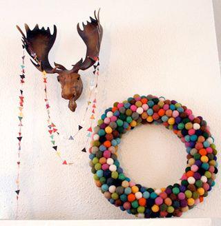 Diy-wreaths-1-pompom